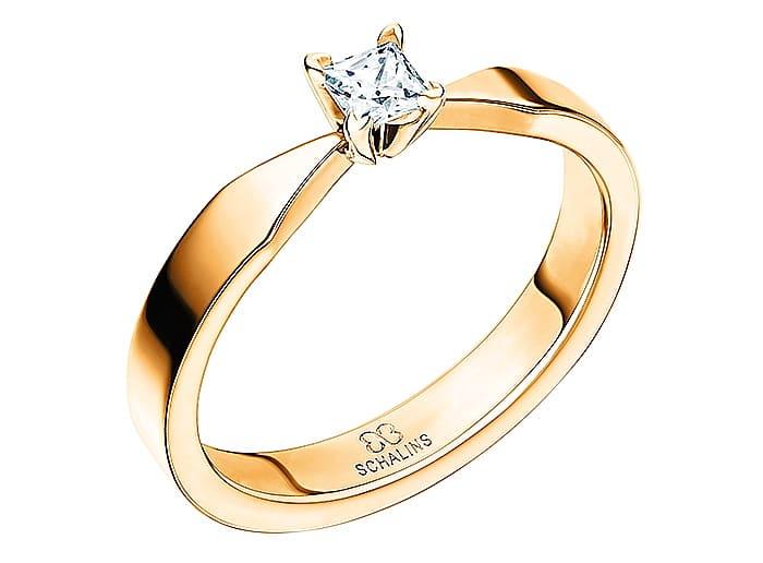 Diamantring från Schalins ringar i 18k guld med 1st prinsesslipad diamant Top Wesselton /VS på 0,20 ct. Guldexperten