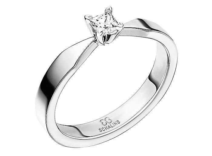 Diamantring från Schalins ringar i 18k guld med 1st prinsesslipad diamant Top Wesselton /VS på 0,20 ct.