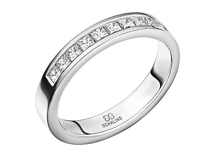 Ring från Schalins ringar i 18k vitguld med 11 st prinsesslipade diamanter på 0,05 ct, totalt 0,55 ct