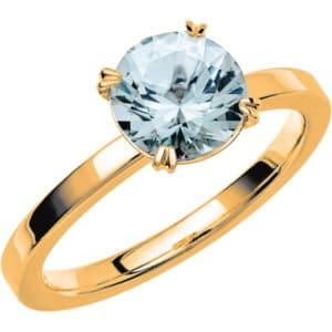 Ring i 18k guld med en briljantslipad Morganit sten 7,5 mm.
