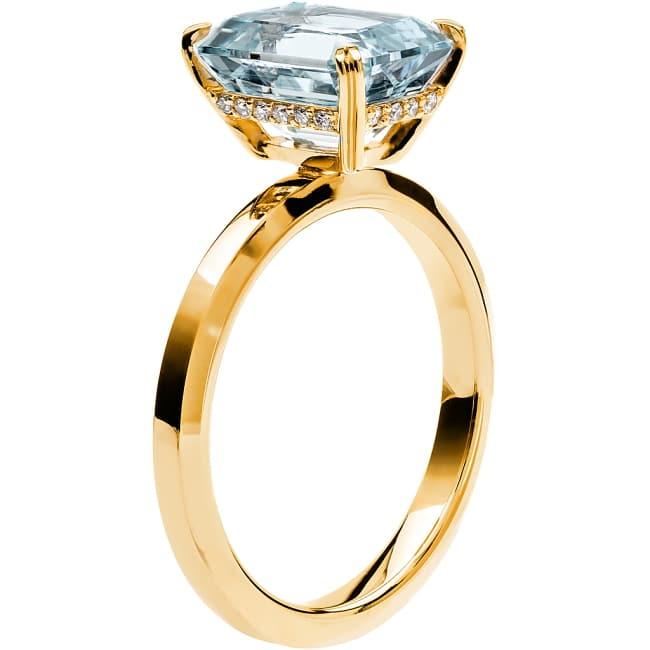 Ring från Schalins Fairytale 13/ Akvamarin 10x8 mm/ diamanter 0,10 ct i 18k guld