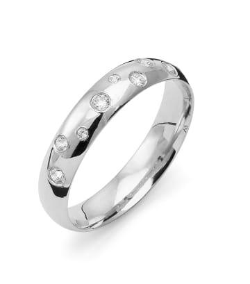 Ring i 18k vitguld från Flemming Uziel med 8st briljantslipade diamanter på 0,125 ct Wesselton/SI totalt